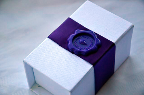 Custom business cards at moo trendy travelista first of all the packaging how gorgeous is this the cards come packaged in a white box elegantly wrapped in a royal purple ribbon colourmoves